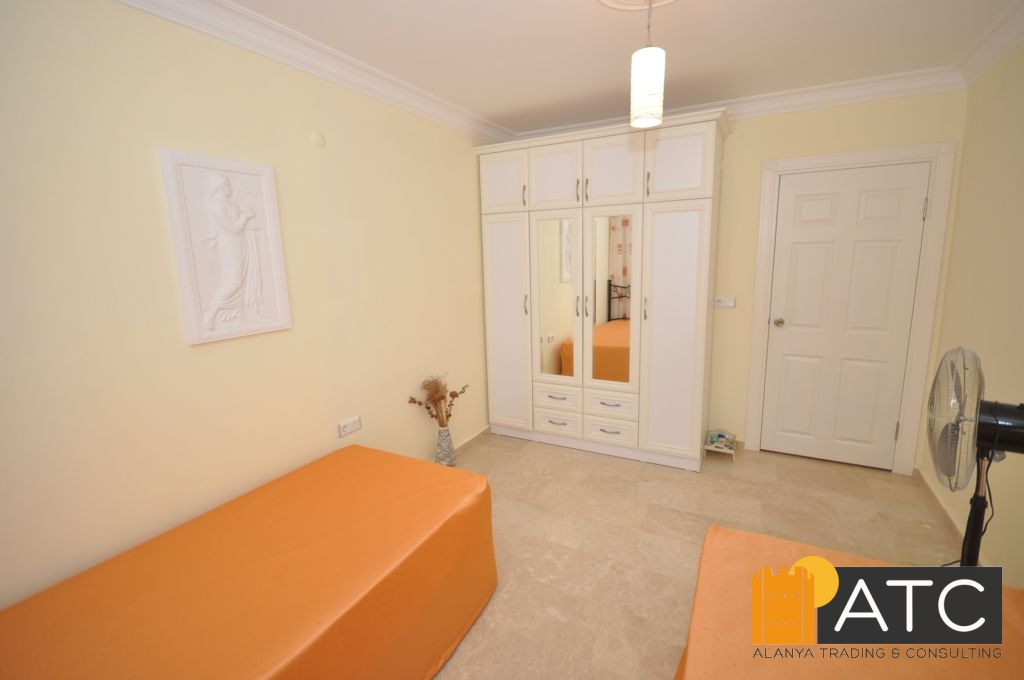 wohnung mit pool. Black Bedroom Furniture Sets. Home Design Ideas